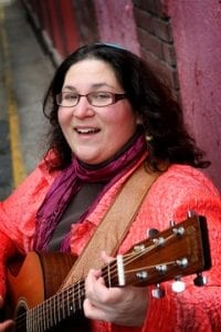 Minna Bromberg with a guitar